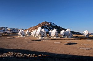 This picture of the ALMA antennas on the Chajnantor Plateau, 5000 m above sea level, was taken a few days before the start of ALMA Early Science. Nineteen antennas are on the plateau.